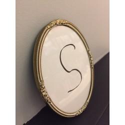 Petit cadre ovale vintage bord métal doré et blanc