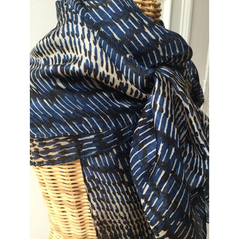 29e9fd282c1f grand carré soie impression bleu   noir baramarket
